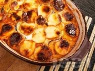 Рецепта Запечени патладжани с топено сирене, яйца и домати на фурна
